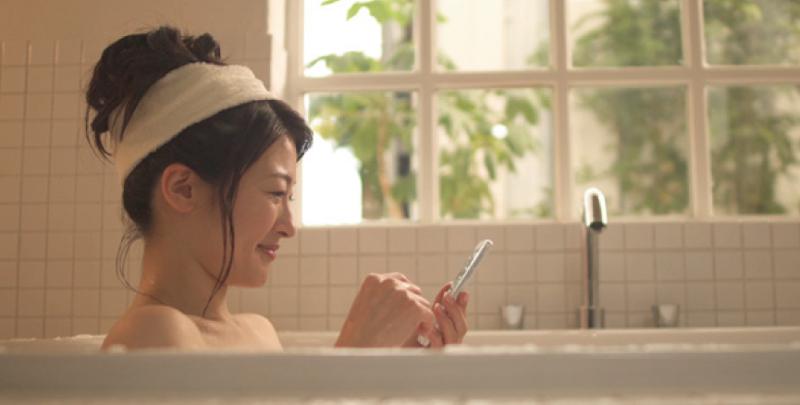 お風呂でも音楽を聞いたり、動画を見たりして楽しめる安心の防水(IPX5/8)・防塵(IP5X)に対応。