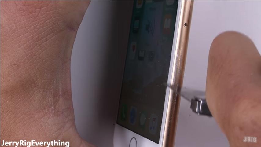 iPhone8耐久テストscrachtest9